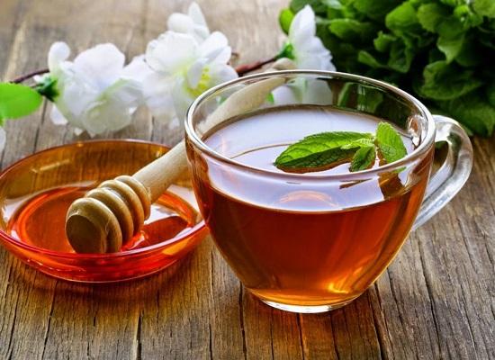 Nước mật ong giúp làm giảm đau do viêm khớp