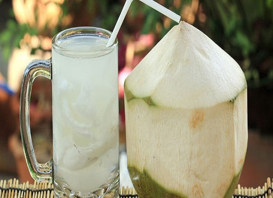 Nước dừa tốt cung cấp muối tự nhiên tốt cho cơ thể