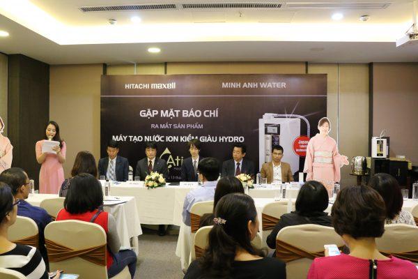 Đại diện Minh Anh Water và Hitachi Maxell trong buổi lễ ra mắt