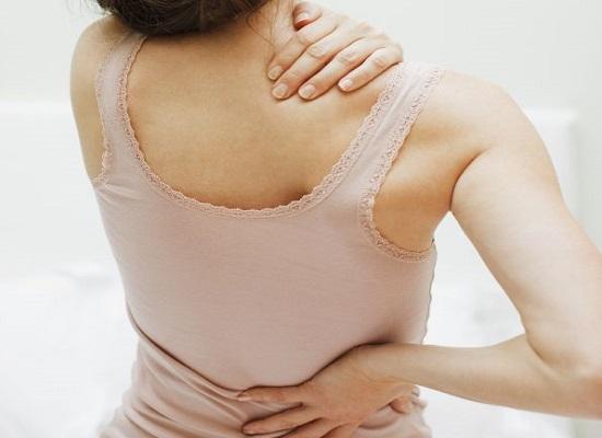 Bệnh loãng xương gây ra đau nhức cơ thể, khó hoạt động