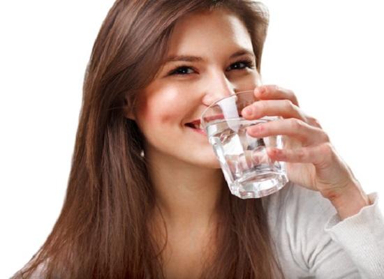 Nước ion kiềm giúp giảm lượng mỡ dư thừa và cân bằng axit trong cơ thể