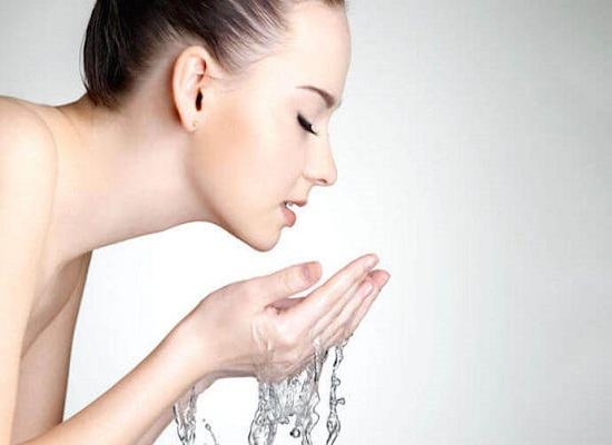 Nước ion hóa có tính axit được sử dụng để làm đẹp