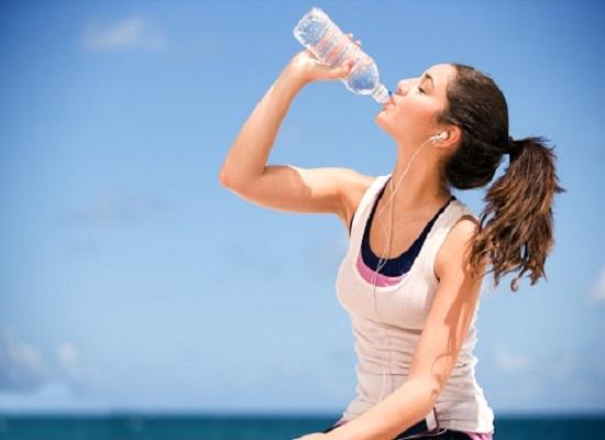 Tại sao nên uống nước ngay sau khi ngủ dậy?