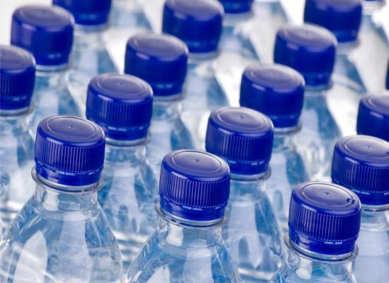 Uống nước đóng chai liệu có an toàn
