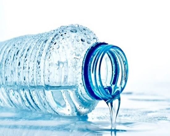 Không bao giờ dùng lại chai nước đã qua sử dụng