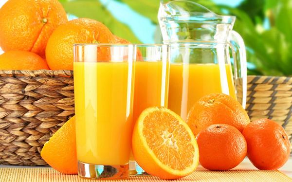 Uống nước cam buổi tối gây gián đoạn giấc ngủ