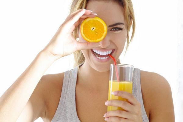 Uống nước cam giúp làm đẹp da