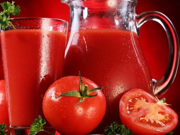 Nên tích cực uống nước ép cà chua